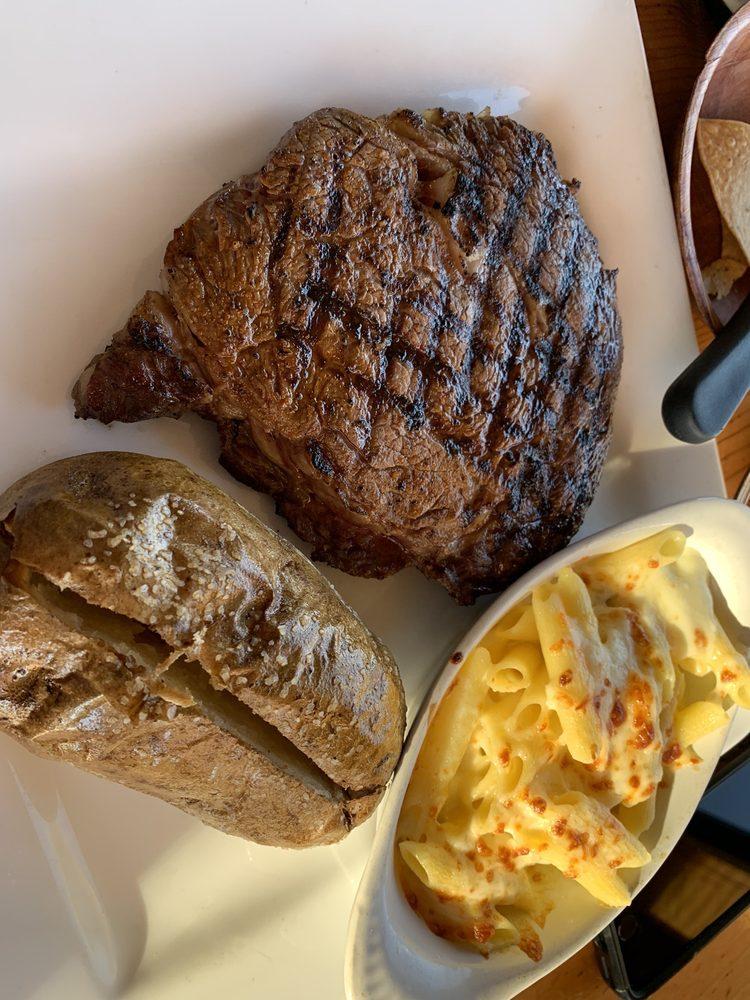 Borderland Steakhouse: 7600 Alabama, El Paso, TX