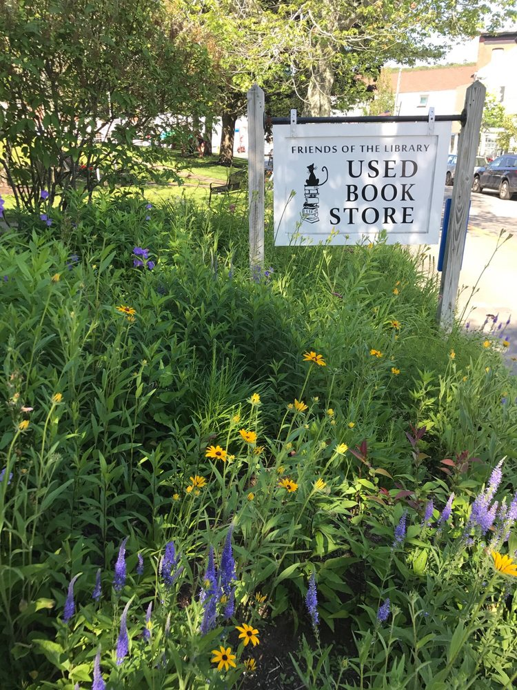 Friends of the Library Bookstore: 4 Oak St, Boothbay Harbor, ME
