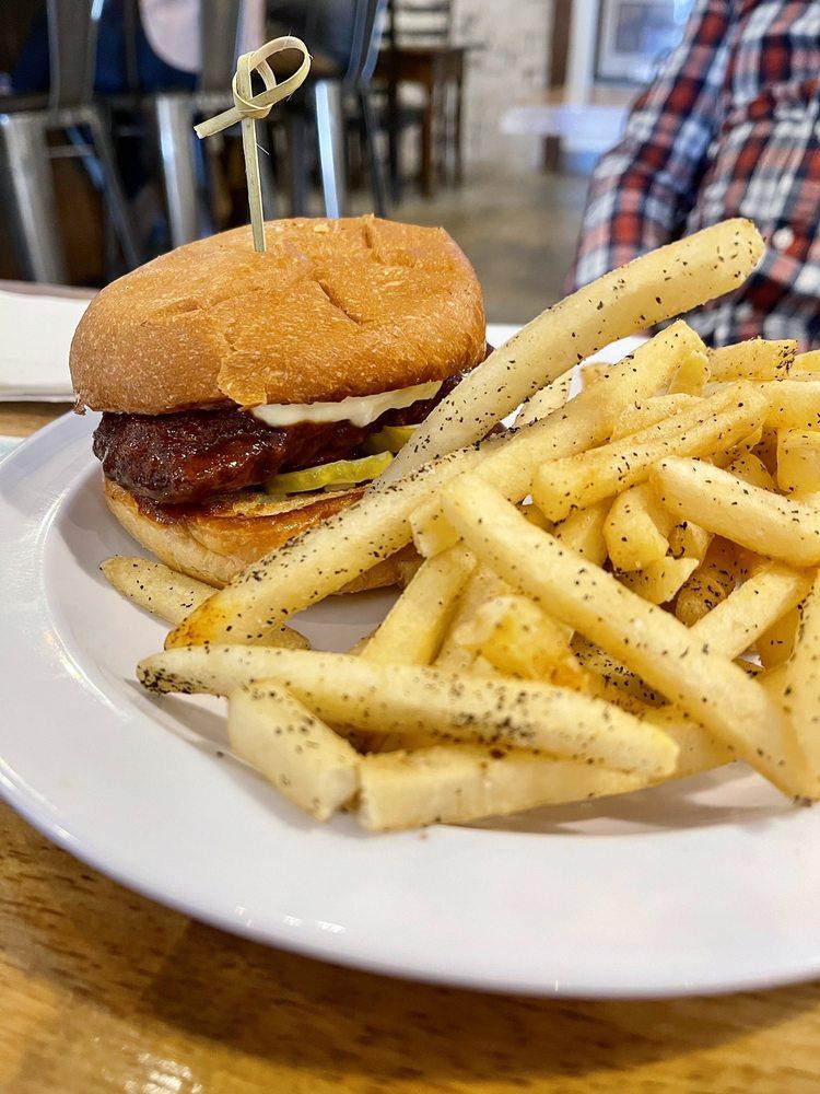 Bourbon Street Burgers: 109 W Trade St, Simpsonville, SC