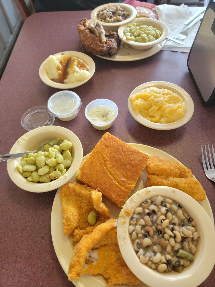 Barb's Country Kitchen & Cakery: 1574 S Eufaula Ave, Eufaula, AL