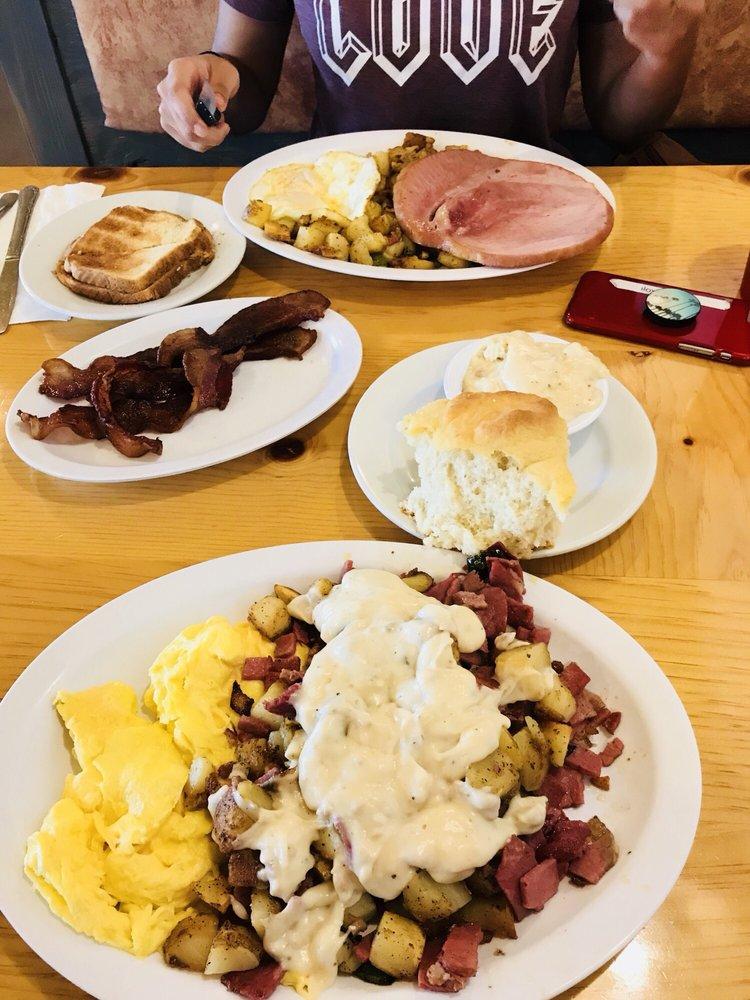 Dam Korner Cafe: 6303 Lake Isabella Blvd, Lake Isabella, CA