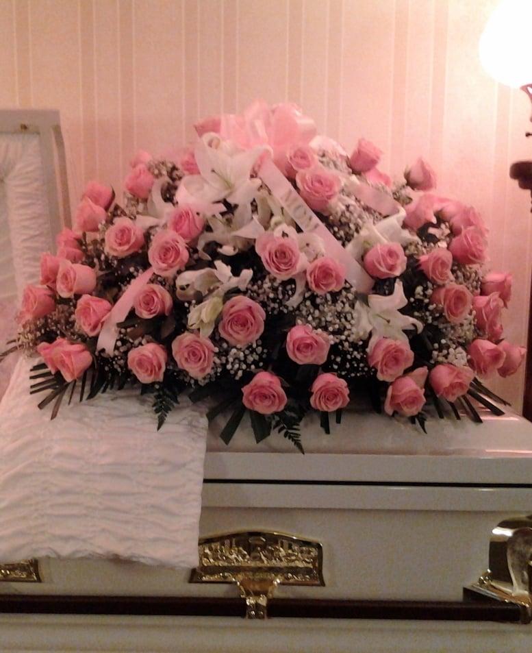Sandys Floral Boutique: 105 Days Ave, Buchanan, MI