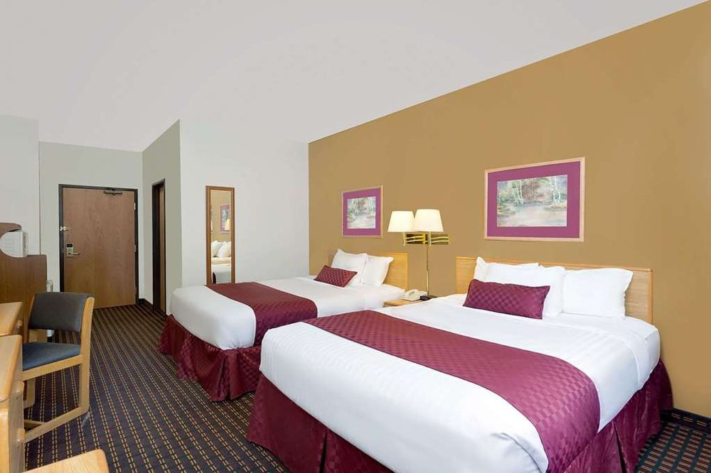 Ramada by Wyndham Richland Center: 1450 Veterans Drive, Richland Center, WI