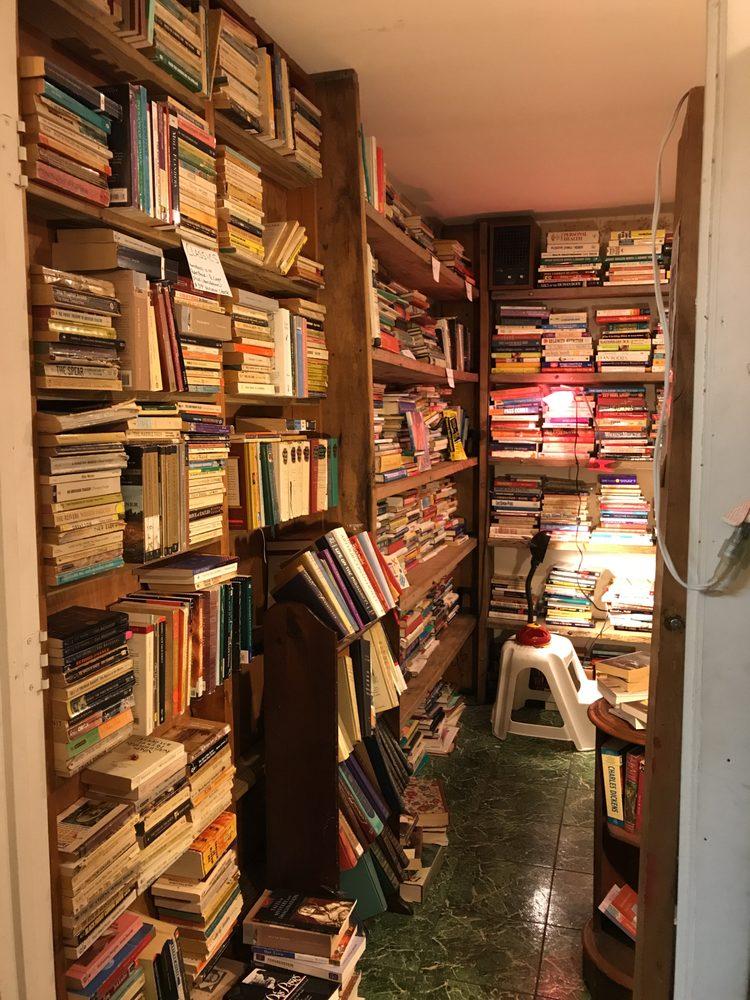 Maggie's Junque Store & Jensen Book Exchange: 843 NE Jensen Beach Blvd, Jensen Beach, FL