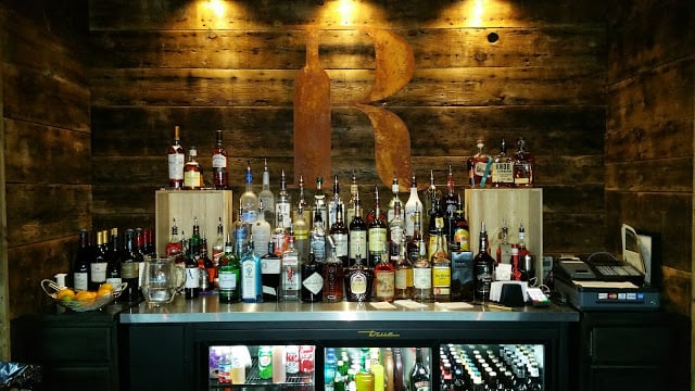 R Bar Davenport: 4907 Utica Ridge Rd, Davenport, IA