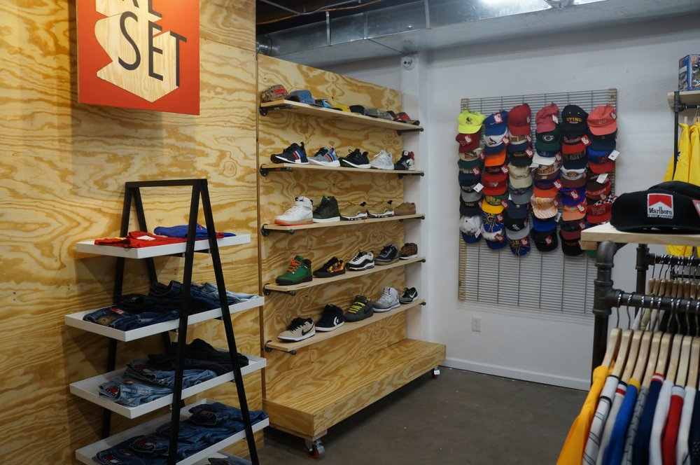 Reset Vintage Apparel: 2607 Bellevue Ave, Maplewood, MO
