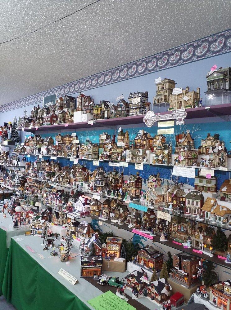 Yesteryear Gift Shop & Classy Glitz Boutique: 102 S Polk St, Jefferson, TX