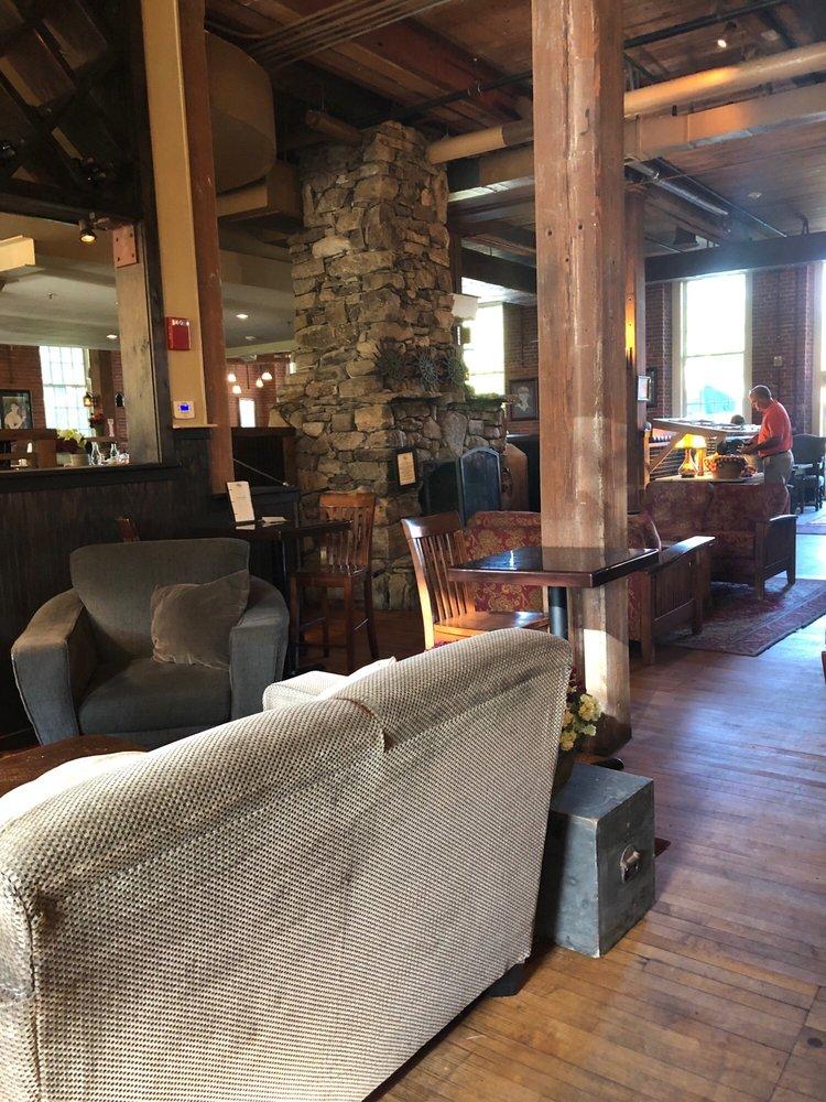 Common Man Restaurant: 21 Water St, Claremont, NH