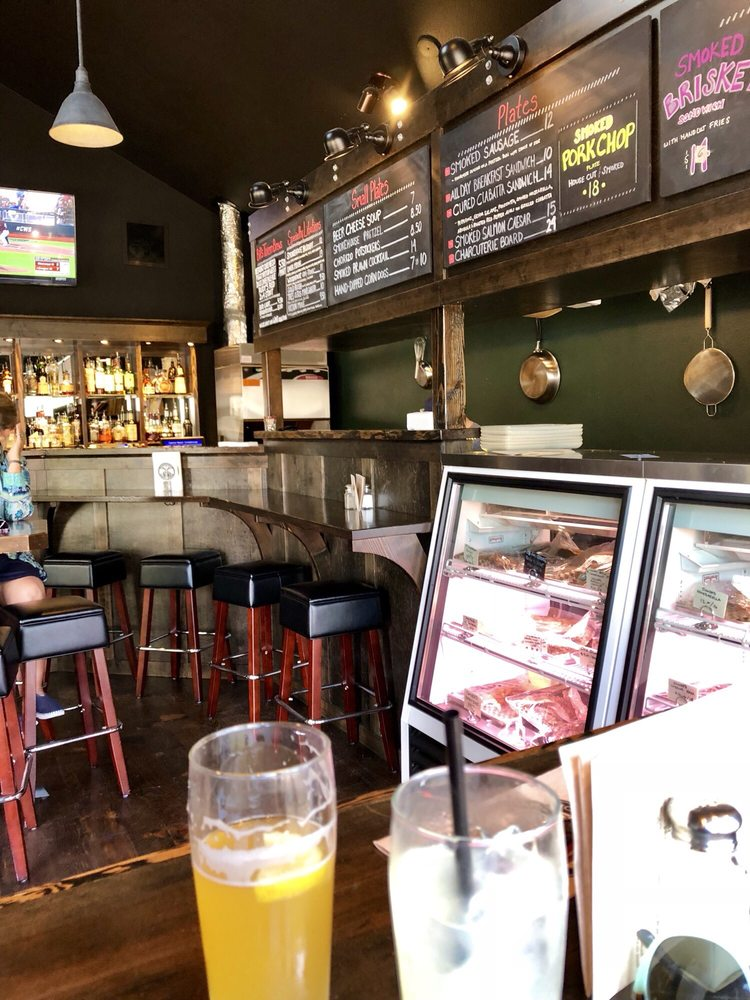 Cannon Beach Smokehouse and Charcuterie: 131 W 2nd St, Cannon Beach, OR