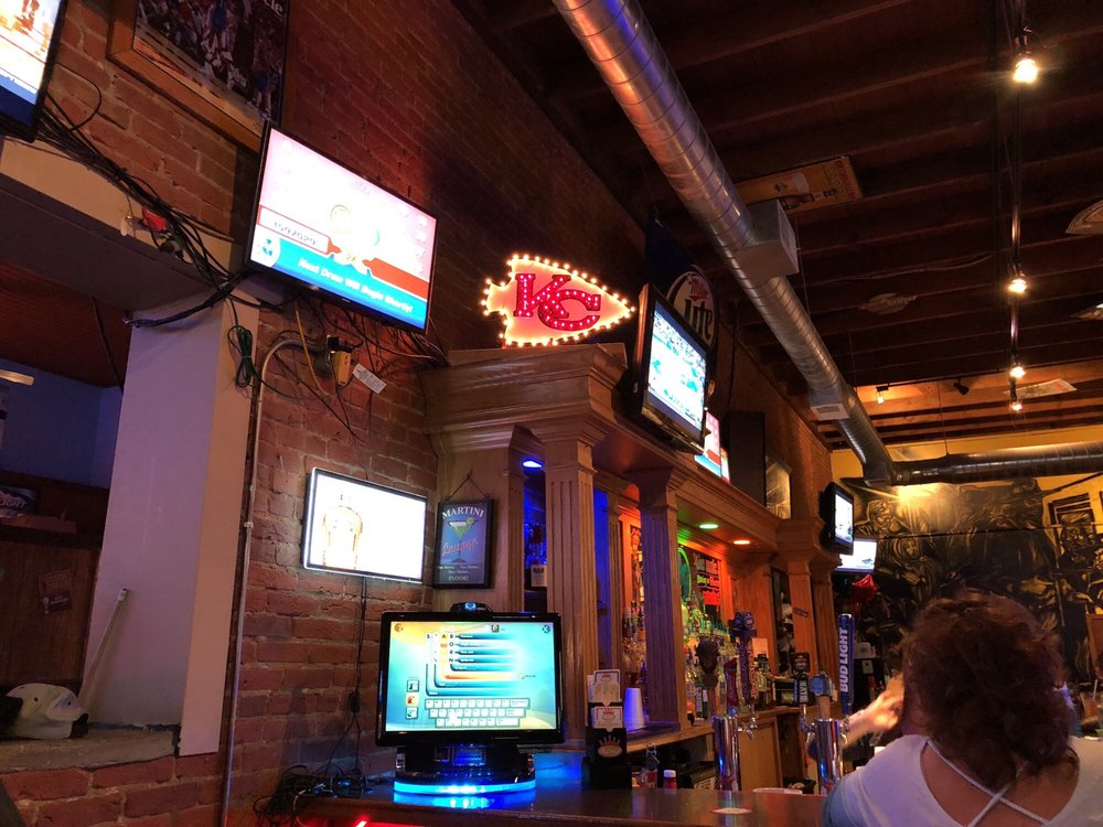 Fat Boyz Bar & Grill: 129 E Washington, Kearney, MO