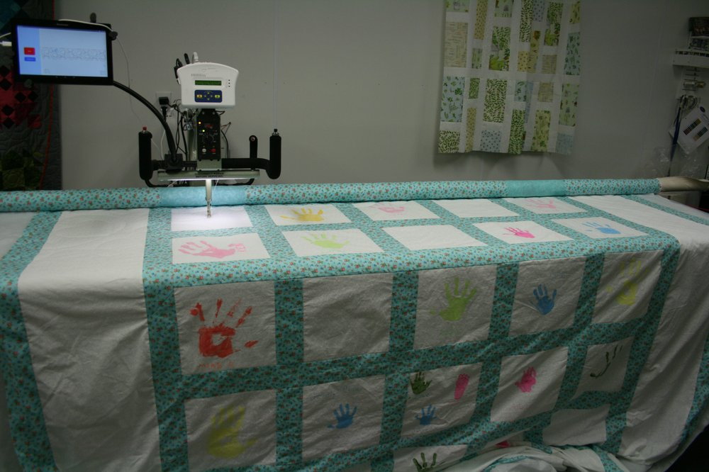 Sew Cute Quilting & Fabric Boutique: 11707 Old Hwy 99 S, Dillard, OR