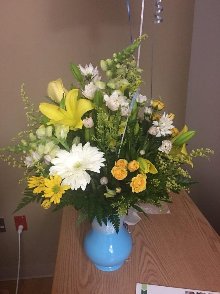 Flower Basket: 2328 S Jefferson Ave, Lebanon, MO