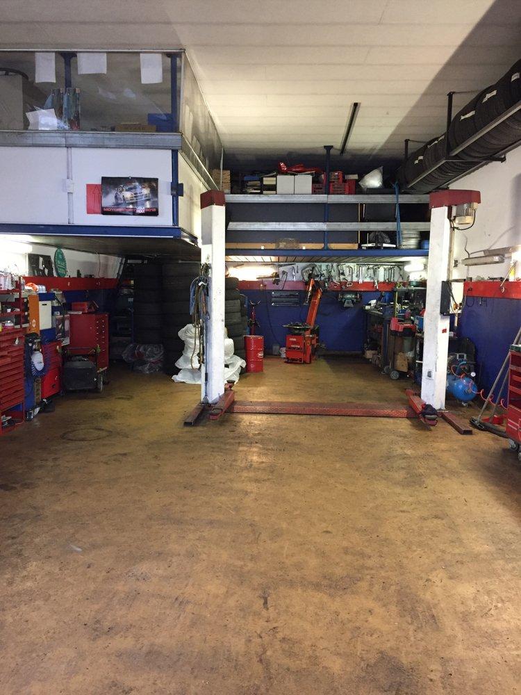 Garage de la dullive 16 foto riparazioni auto chemin for 2 officine di garage per auto