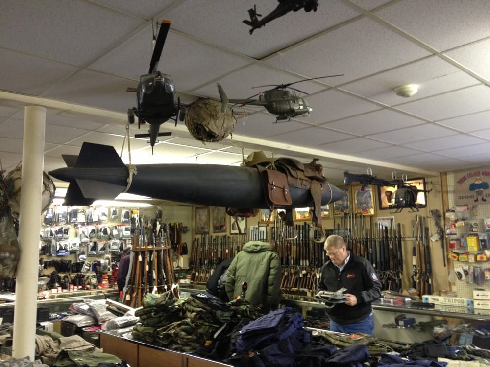 Birds'n Brooks Army Navy Surplus: 2641 S 6th St, Springfield, IL