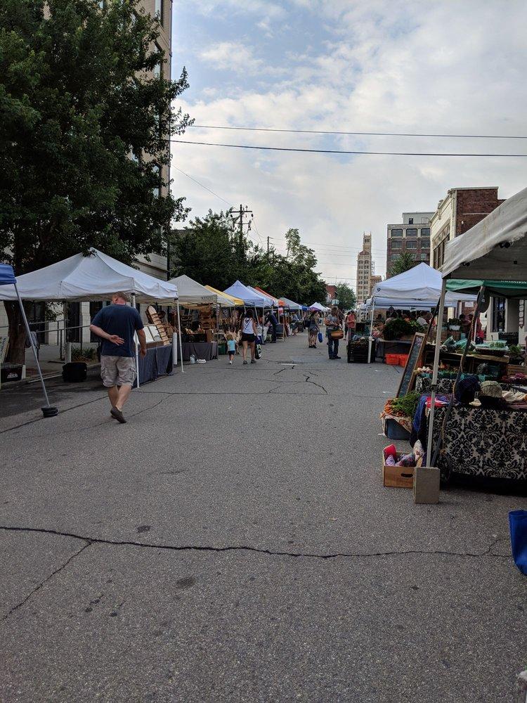 City Market: 1705 Asheville Hwy, Hendersonville, NC