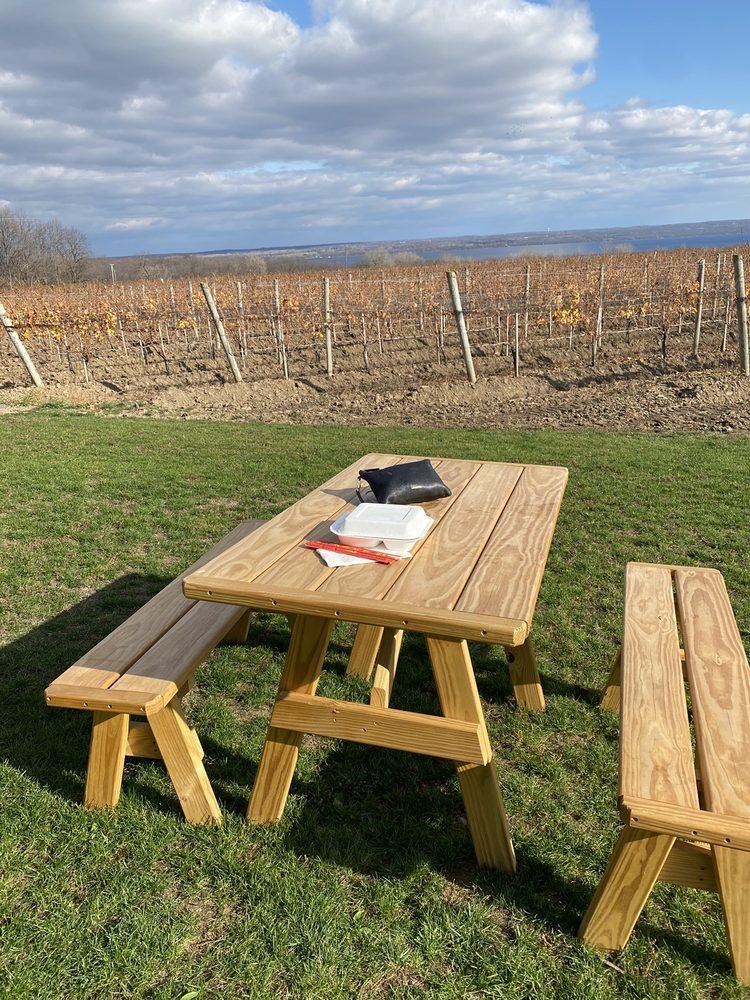 Kemmeter Wines: 1030 Larzelere Rd, Penn Yan, NY