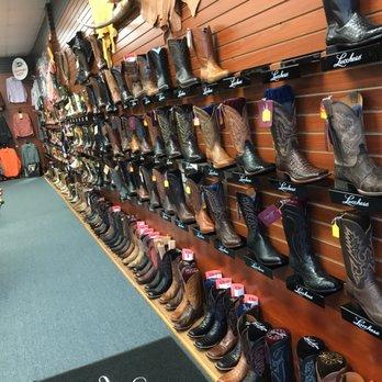 Uptown Dallas Shoe Stores