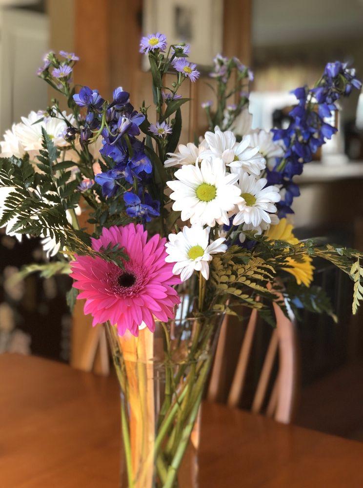 Forget Me Not Florist: 1083 Park Ave, Cranston, RI