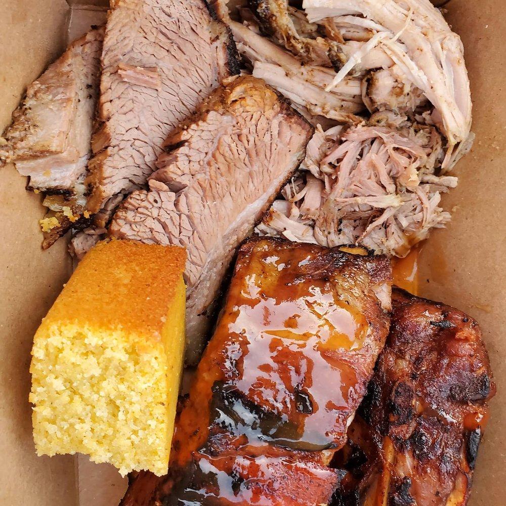 Top Hog BBQ: 14128 W Newberry Rd, Newberry, FL