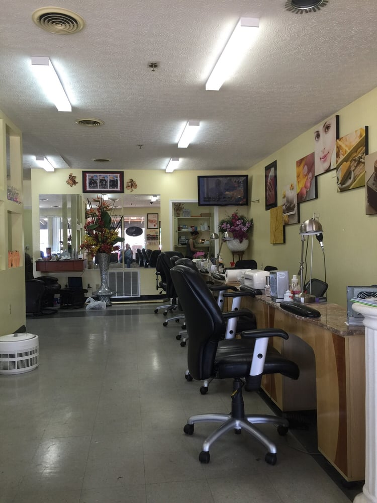 La nails waxing nail salons 2948 e 10th st for 10th street salon