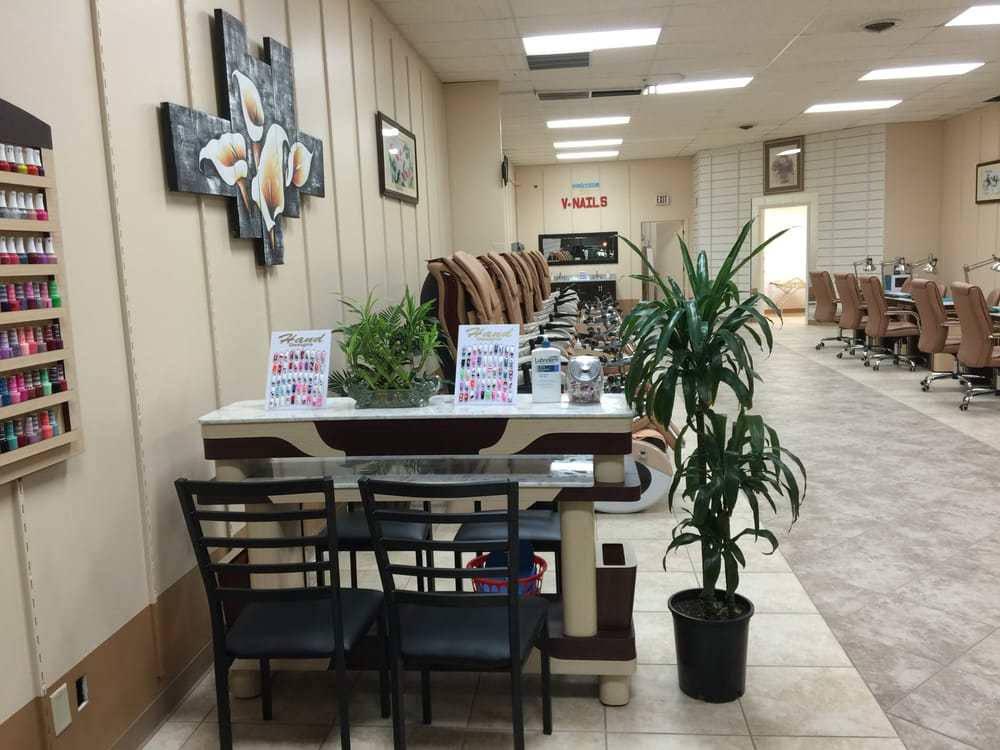 V Nails And Spa Decorah