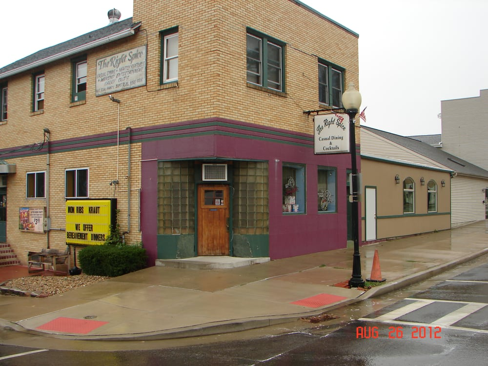 Right Spice Supper Club: 2102 4th St, Peru, IL