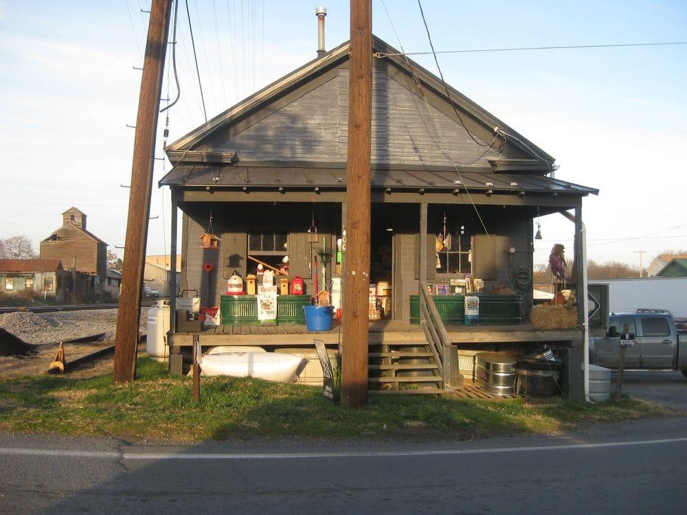 Berryville Farm Supply: 400 E Main St, Berryville, VA