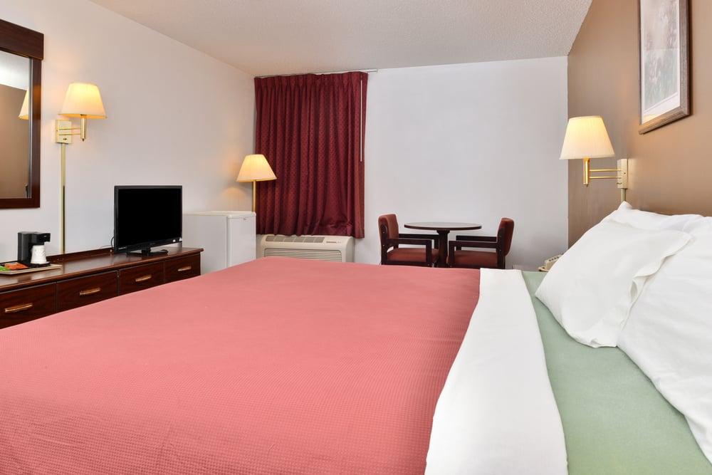 Americas Best Value Inn: 9918 Grand Ave, Beardstown, IL