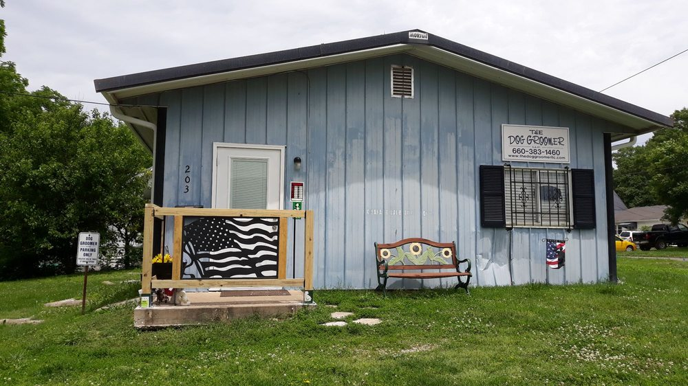 the dog groomer: 203 N Washington St, Clinton, MO