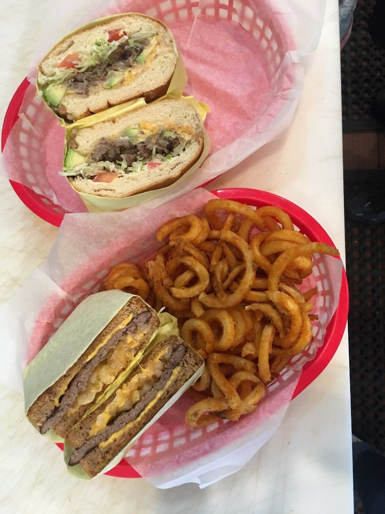 Chelo's Burgers: 44333 Golf Center Pkwy, Indio, CA