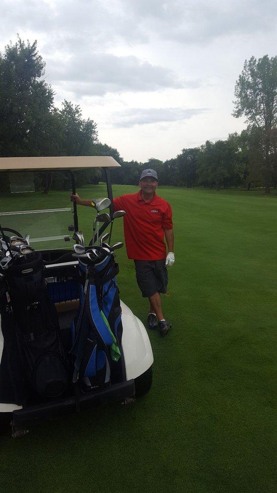 La Belle Golf Club: 6996 Pennsylvania St, Oconomowoc, WI