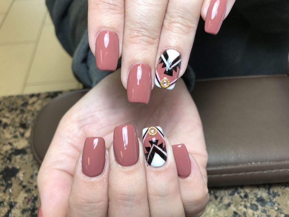 VIP Nails: 4920 Milan Rd, Sandusky, OH