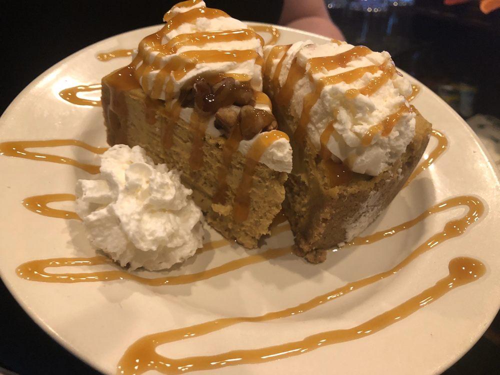 Mama T's Italian Eatery: 781 E Geneva St, Elkhorn, WI