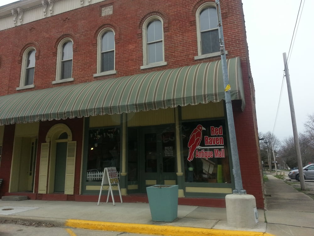 Red Raven Antique Mall: 423 N Main St, Saint Elmo, IL