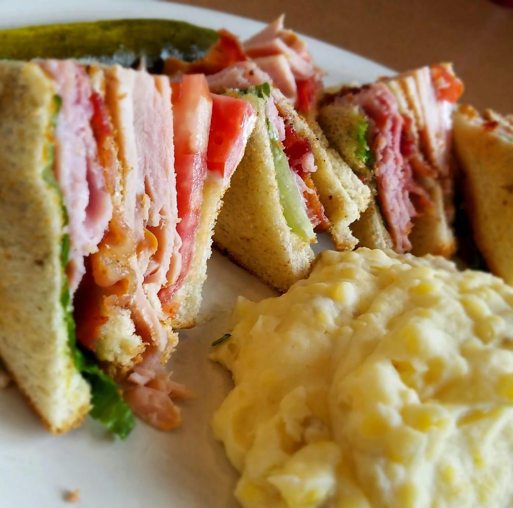 Pops Diner: 1432 Greenbrier Pkwy, Chesapeake, VA