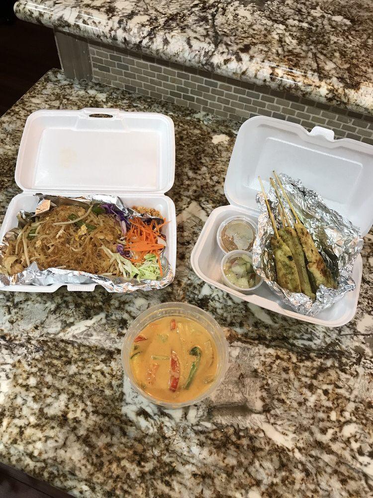 R Thai Cuisine: 25685 Redlands Blvd, Loma Linda, CA