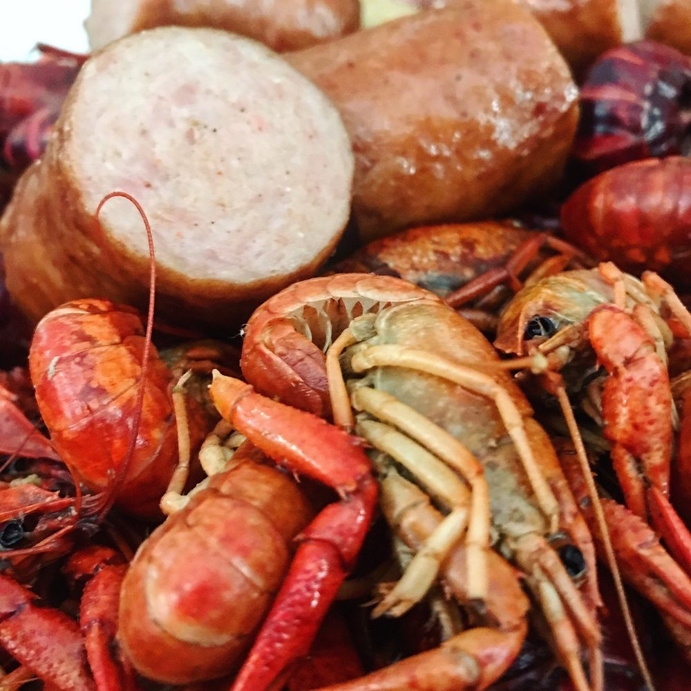 Salvo's Seafood & Deli: 7742 Hwy 23, Belle Chasse, LA