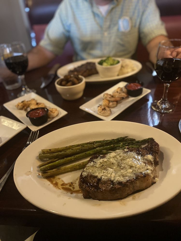 Linde Marie's Steakhouse on the Square: 18 Broad St, Cave Spring, GA