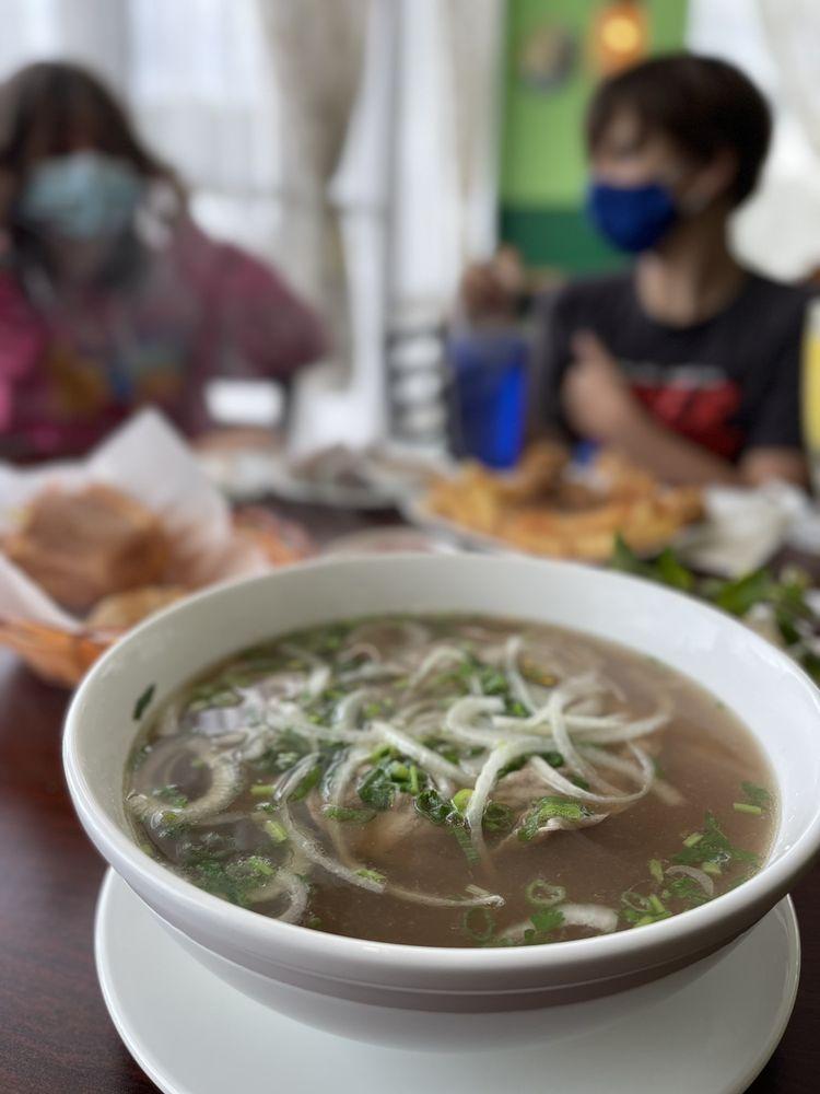 Viet's Cuisine Newnan: 30 Bullsboro Dr, Newnan, GA