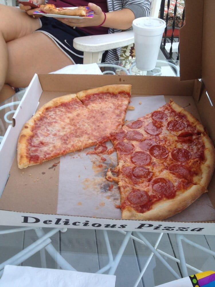 Teddy's Brooklyn Style Pizza: 9 E Federal St, Middleburg, VA