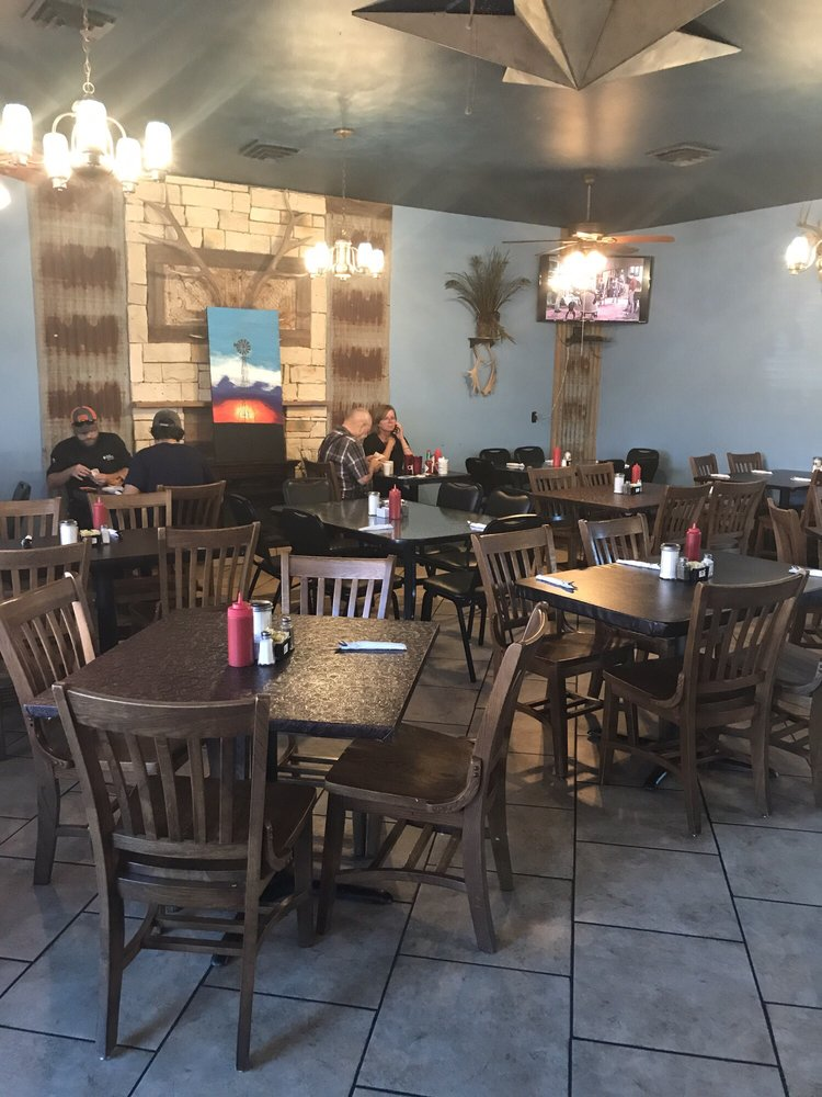 Texas Finest Cafe: 1703 Lubbock Hwy, Lamesa, TX
