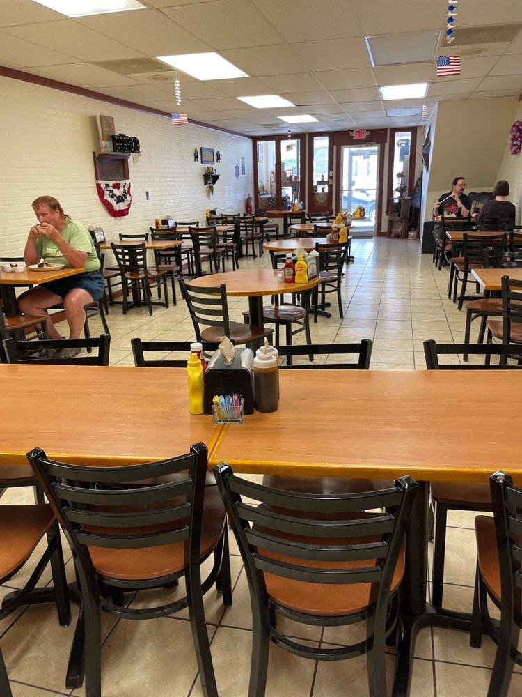 Baker's Smokehouse: 112 N Franklin St, Kirksville, MO