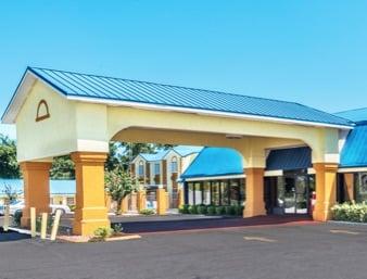 Days Inn by Wyndham Troy: 1260 Highway 231 South, Troy, AL