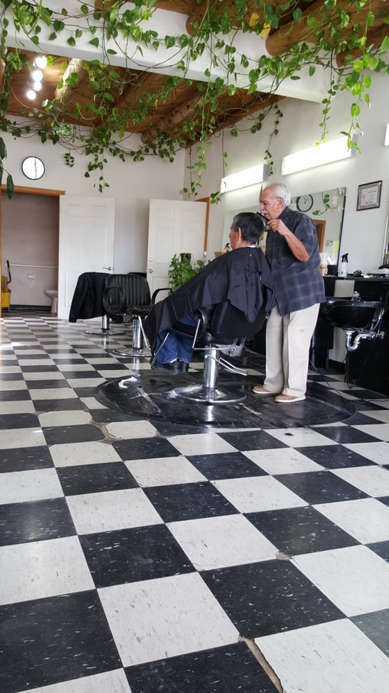 Johnny's Hair Styling: 701 State Rd 68, Alcalde, NM