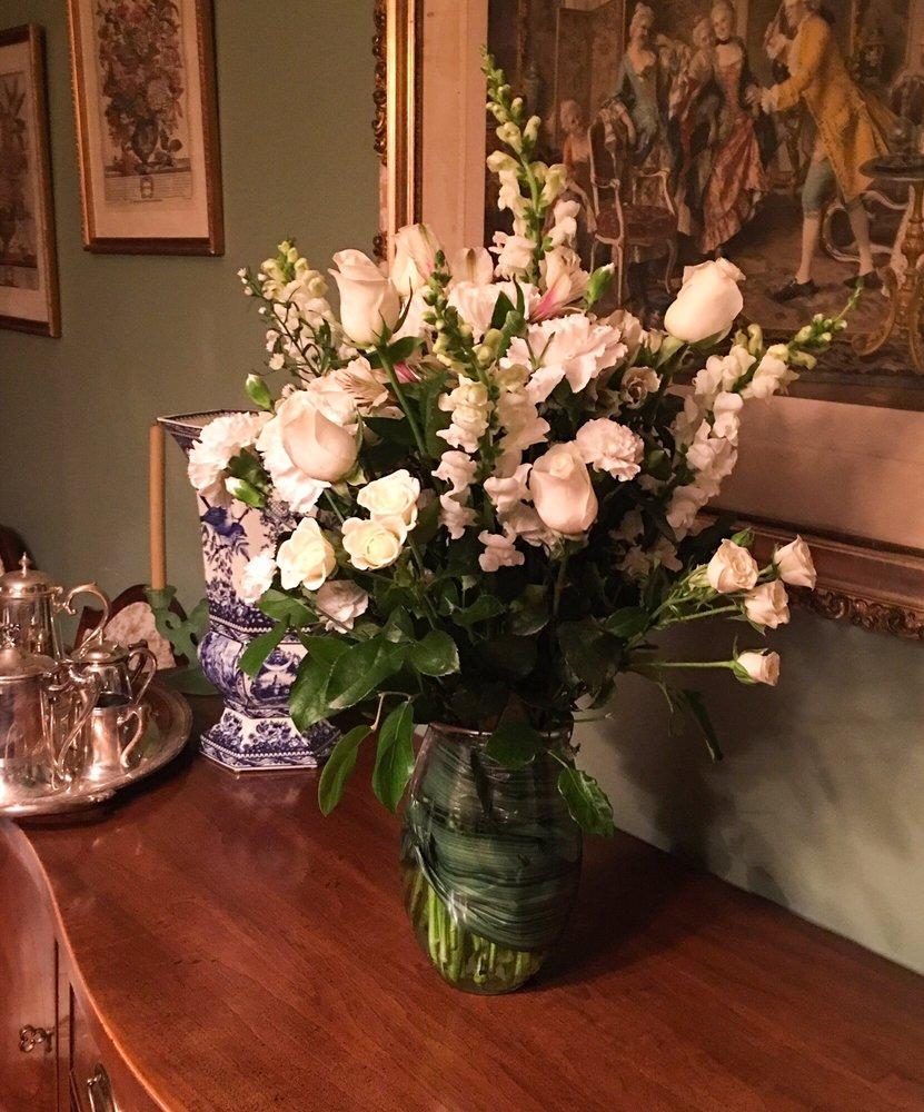 Dutch Valley Florist: 479 State Rte 31, Hampton, NJ
