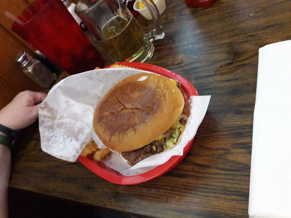 Gateway Bar and Grill: 4119 State Hwy 154 W, Yantis, TX