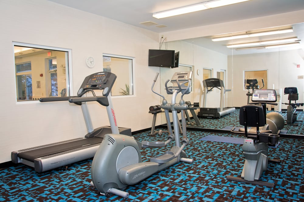 Fairfield Inn & Suites Butler: 200 Fairfield Ln, Butler, PA