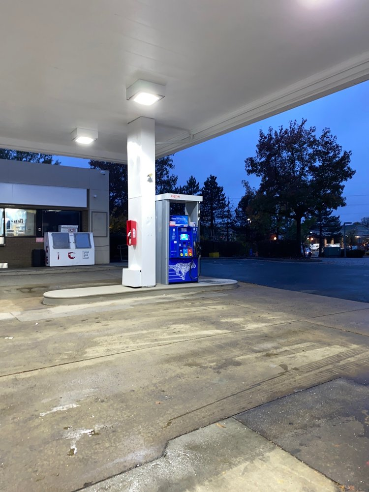 Exxon: 1095 Elden St, Herndon, VA
