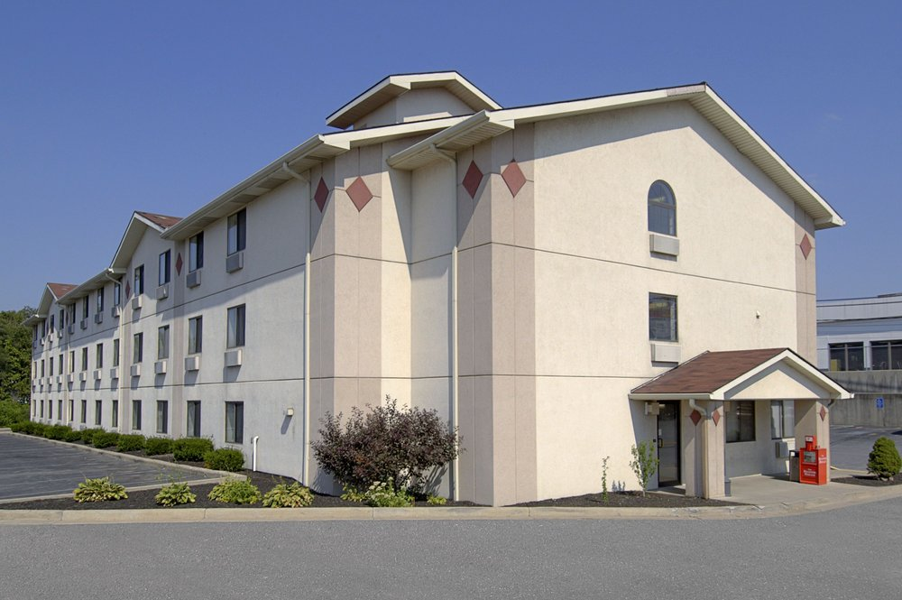 Super 8 by Wyndham Beckley: 2014 Harper Rd, Beckley, WV