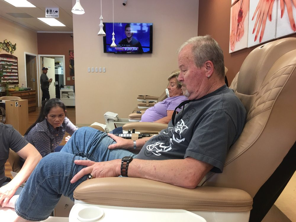 Sisters Nails & Spa: 455 W Hwy 20, Sisters, OR